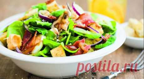 Salad with warm gas station with bacon — Tasty recipes