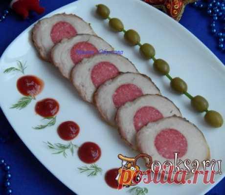 """El fiambre de cerdo """"Праздничная"""" las Recetas del fiambre de cerdo hay una gran multitud. Aquí un de ellos, por la idea de ennoblecer buzheninku, agradezco Tanyushu (milagro). La carne la carne de cerdo — 1 kg; el Embutido (ahumado); la salsa De soja — 3 art. de l.; el ajo — 3 diente.; el aceite vegetal — 1 art. de l.; el pimiento molido — 1 ch.l.; la hoja de laurel; la Verdura;"""
