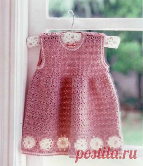 Красивое вязание крючком платье сделано с помощью простых форм и графических шаг за шагом, объясняющей. Стильный ребенок. | БЕСПЛАТНЫЕ СХЕМЫ