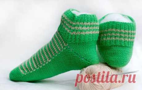 Очень теплые и красивые женские носочки на двух спицах. Мастер-класс      Весна наступила, но ещё чувствуются происки зимы. Погода не спешит радовать солнечными тёплыми деньками, и носочки, которые согреют вас, остаются очень актуальны. Вашему вниманию будет предложен …