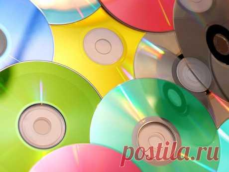 Поделки из дисков: красота за копейки Поделки из дисков. Что можно сделать из дисков своими руками: декор стен, мебели и посуды. Поделки из автомобильных дисков и CD. Варианты использования дисков для изготовления поделок для детей и особых праздников. Как можно украсить сад и огород. Фигурные поделки из дисков.