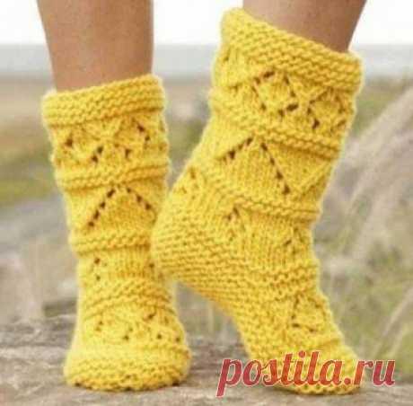 Желтые носки спицами,  Вязание для детей Размеры: длина стопы: 22 - 24 - 26 см Материалы: пряжа DROPS ESKIMO (100% шерсть, 50 г/50 м) 4 мотка, спицы круговые 5.5 мм. Плотность вязания: 13