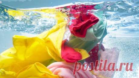 Как вывести полинявшие пятна: возвращаем цвет после стирки