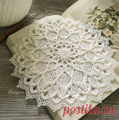 Leylight pattern by Julia Hart Crochet, knitting, weaving, tatting, etc Вязание скатерти крючком, Вязаная крючком мандала, Салфе в Яндекс.Коллекциях
