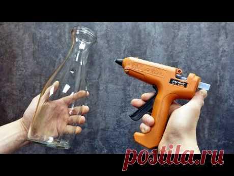 Взял бутылку, клеевой пистолет и сделал красоту для дома