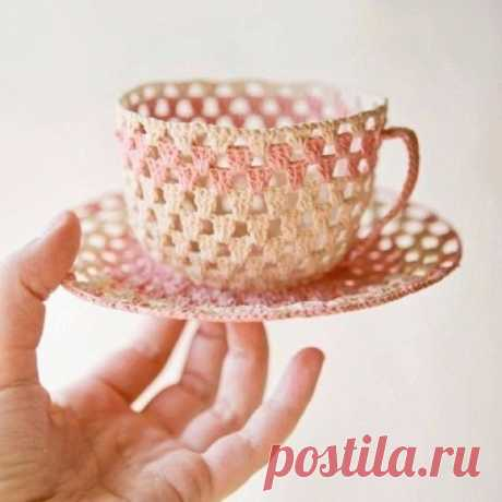 Чашки с блюдцами для декора