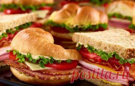 6 рецептов быстрых бутербродов Рецепты бутербродов. Бутерброды – это не только полноценный завтрак, а и прекрасная возможность перекусить в любое удобное время. С маслом, с сыром и колбасой, сладкие, острые, горячие и холодные, с хрустящей корочкой и без, праздничные и классические на каждый день – лишь самая малость того, что...