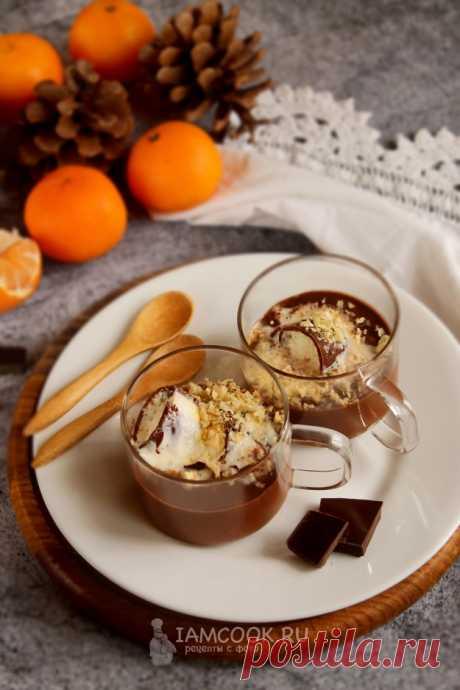 Горячий шоколад с мороженым — отличный десерт для сладкоежек и любителей шоколада.