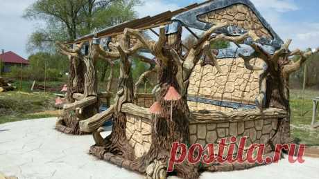 беседка оформленная под декоративный камень и столбы в виде деревьев. с корой из арт бетона зона отдыха на островке. с мостиком . на острове находится беседка с барбекю..сделанные из арт бетона и декорированы под камень.