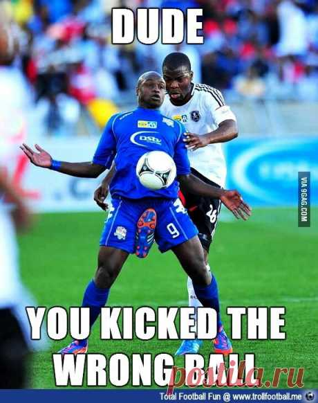 Чувак ты ударил не тот мяч  #funny #memes #boys #ball #gagbee