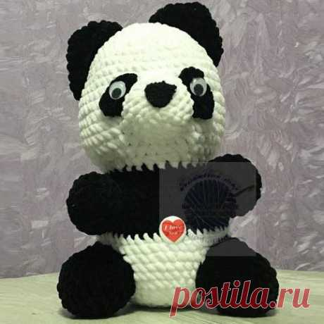Купить плюшевую игрушку панда, из плюшевой пряжи, 30 см Купить плюшевую игрушку панда, из плюшевой пряжи, 30 см из всеми полюбившегося мультфильма «Кун-фу панда» Очень мягкая и очень прикольная игрушка выполненная ручной вязкой из нитей плюш довольно большой размер высота 30 см диаметр 18 см Цвет черно белый. Высокое качество, низкие цены!