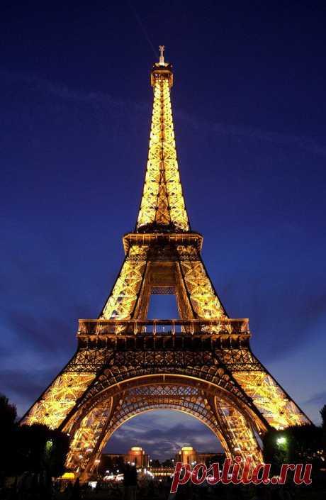 Факты об Эйфелевой башне. Эйфелева башня была сооружена из пудлингового железа высшего качества. При строительстве Эйфелевой башни было использовано 9441 тонн сварочного железа. Чтобы создать Эйфелеву башню, нужно было объединить в общей сложности 18038 частей сварочного железа.