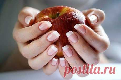 For strong and white nails prepare paste from: (all on half a teaspoon)\u000a- grated potatoes\u000a- toothpaste\u000a- hydrogen peroxide\u000a- soda\u000aTo apply on nails for 10-15 min.\u000a\u000aKeep to yourself!