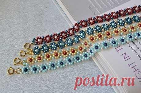 Плетём из бисера яркий цветочный браслет