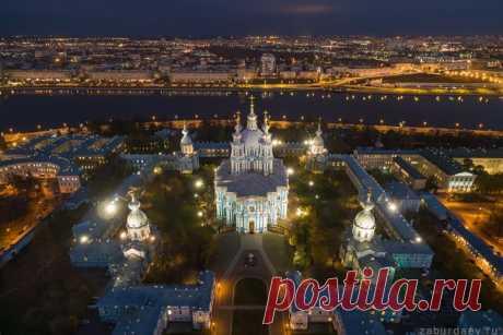 La Catedral Smolni, San Petersburgo. El autor de la foto — Stanislav Zaburdaev: