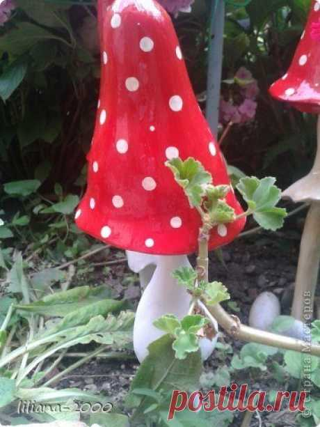 Fly agarics from a plastic bottle and plaster