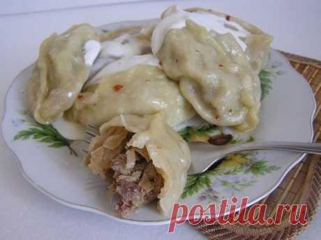 """""""Колдуны""""  Хочу предложить потрясающе вкусное блюдо из картофеля и фарша. Настоятельно рекомендую эту вкуснотищу. Ингредиенты: Картофель — 1 кг Фарш мясной (свинина-говядина) — 250 г Лук репчатый (луковица большая) — 1 шт Сухари панировочные — 4 ст. л. Яйцо куриное — 2 шт Мука Сыр (твердый) — 100 г Масло растительное — 50 г Соль Перец Приготовление: Картошку отварить в мундире до готовности в подсоленной воде. Дать немного остыть, почистить. Натереть на крупной терке. Пока..."""