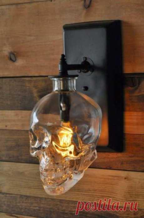 Лампы из использованных бутылок Лампы из использованных бутылок в последнее время стали очень популярными, все труднее и труднее удивить нас чем-то оригинальным, но к счастью я восстановлю вашу веру в человеческое творчество. Если у...