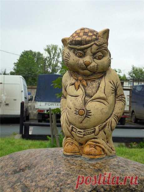 Скульптуры и памятники кошкам