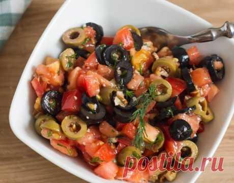 Бесподобный оливковый салат Представляем вашему вниманию рецепт очень вкусного салатика для разнообразия вашего меню. Любители оливок и маслин будут от него в полном восторге. Сочетание этих ингредиентов с орехами, бальзамическим уксусом...