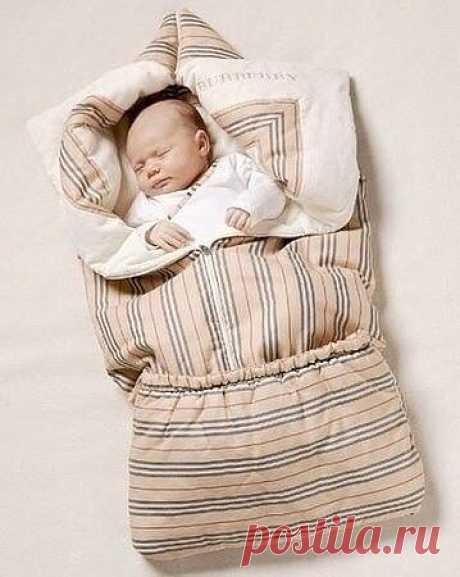 Одеяло-трансформер   Хочу предложить вам сшить интересный вариант одеяла для малыша. Такое одеяло очень удобно. Оно может стать конвертом, в котором ребенку будет тепло и комфортно.   Для такого замечательного изобретения нам понадобятся:   - х/б ткань длиной 180 см и шириной 140-150 см,   - синтепон – его размер зависит от количества слоев,   - резинка длиной 50 см,   - косая бейка 1 метр,   - молния 2 штуки – разъемная длиной 50-55 см, и обычная длиной 20-2...