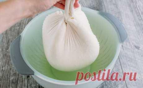 Нагреваем 2 пакета молока и за час получаем запас творожного сыра на 2 недели