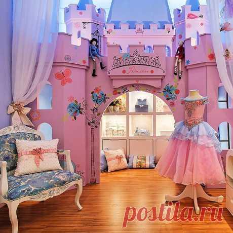 Идеи для интерьера. Как отделить и грамотно оформить гардеробную зону юной модницы? У нас есть ответ, такой вариант замечательно подойдет к кровати-карете Lotus Princess Carriage.