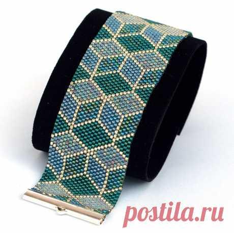 Красивый мозаичный браслет.