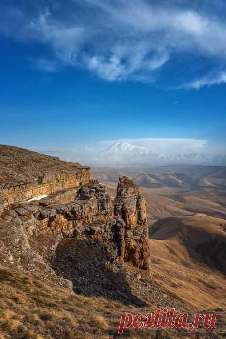 Вид с Эльбруса на плато Бермамыт, Северный Кавказ. Автор снимка - Александр Хорошилов:
