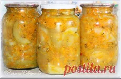 Салат острый из цуккини с морковкой на зиму ===================================== • цуккини — 3 кг • морковь — 600 г • сахар — 4-5 ст. ложки • растительное масло — 150 мл • уксус — 150 мл • соль — 2-2,5 ст. ложки • укроп — 1 пучок • чеснок — по вкусу • Перец чёрный молотый – по вкусу • Перец острый, стручковый не большой – 1 шт.  Способ приготовления Цуккини тщательно помыть и обрезать хвостики. Порезать каждый вдоль на тонкие полосочки. Затем каждую разрезать пополам. Мор...