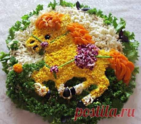 """Рецепт салата """"Лошадка"""" из курицы с овощами и яйцами"""