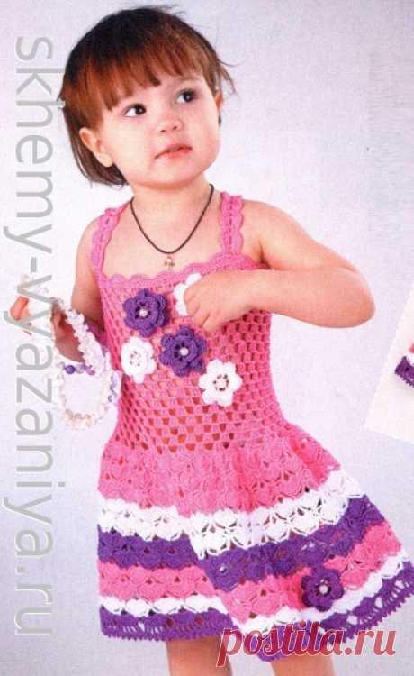 Детский ажурный сарафан в полоску с объемными цветами. Схема вязания крючком и описание.
