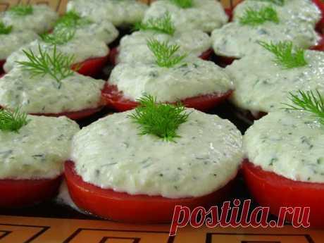 помидоры с огуречным соусом