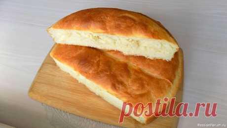 Белый хлеб домашнего приготовления. Видео рецепт Для приготовления этого хлеба нам понадобиться:Пшеничная мука - 3 стаканаДрожжи сухие быстродействующие - 1 чайная ложкаСоль - 1 чайная ложкаСахар - 2 чайные ложкиСливочное масло примерно 50-60 граммМолоко - 1,5 стакана (у меня 3,2 % жирности)Масло растительное для смазывания формыФорма...