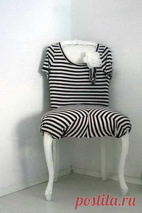 Стул тельняшка. Чехол для стула. Из старого платья. Смешно, нелепо. Как мы любим.