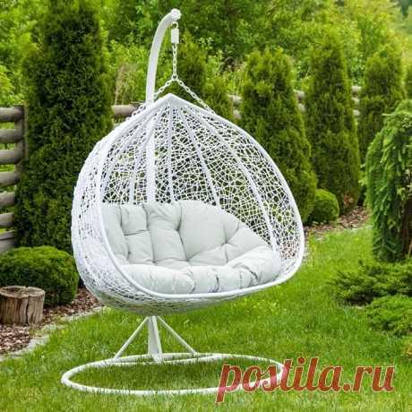 Большое подвесное кресло для двоих человек из ротанга