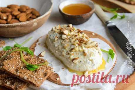 Паштет из сыра • Жизнь - вкусная! Кулинарный сайт Галины Артеменко Только ролью закуски его роль не ограничивается: этот паштет из сыра отлично показывает себя и как соус для пасты или пиццы, и даже как основа для маффинов.