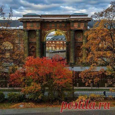 6 интересных мест для осенней прогулки в Петербурге