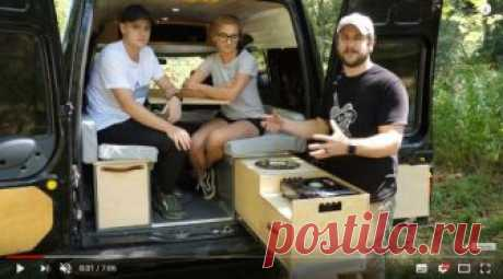 Выдвижная платформа, с раковиной и печью, для фургона Для своего фургона мастер-самодельщик изготовил выдвижную панель с раковиной и газовой печью.Инструменты и материалы:-Фанера;-Крепеж;-Кожа;-Алюминиевая полоса;-Спрей-лак;-Направляющие для ящиков;-Наклейки на ножки;-Циркулярная пила;-Самоцентрирующееся сверло;-Торцовочная пила;-Аккумуляторная