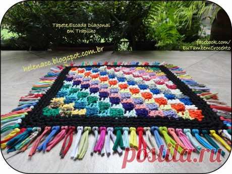 El tapiz pequeño con el dibujo diagonal de cinta o futbolochnoy los hilados