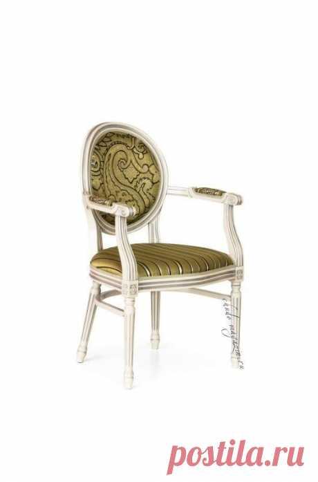 Кресло классическое на ножках с круглой спинкой Луиз-2: ткань, массив бука