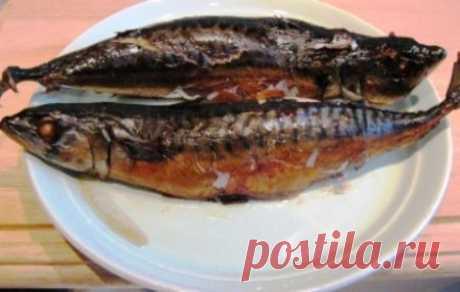 Скумбрия в рукаве Всем любителям рыбных блюд предлагаю взять себе на заметку этот рецепт, и приготовить в домашних условиях вкусную скумбрию в рукаве! В качестве гарнира к рыбе можно сделать отварной рис, запеченные овощи, салат из овощей, жареную картошку или картофельное пюре.