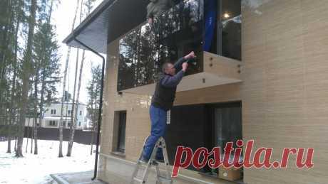 Лестницы, ограждения, перила из стекла, дерева, металла Маршаг – Перила балкона из черного стекла установка