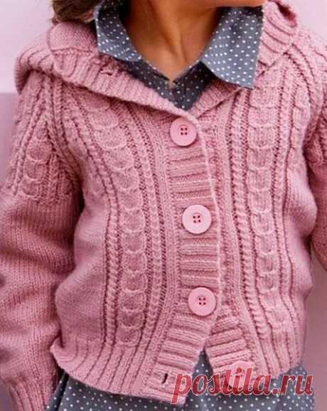 Жакет с капюшоном для девочки  #жакет_девочке@knit_needles, #жакет_спицами@knit_needles  Источник: https://vyazanieklub.ru/load/dlja_devochek/zhaket_s_ka..  Нравится? Жмите репост
