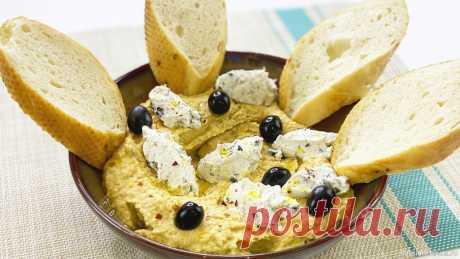 Хумус по-гречески | Рецепт хумуса с изюминкой Все секреты и тонкости приготовления настоящего хумуса. Хумус - полезная закуска из нута, подходит вегетарианцам и в пост. Рецепт хумуса по-гречески, с изюминкой. Готовьте вместе со мной!Ингредиенты: Нут - 200 г.Вода (очищенная) - 3 л + 3 лКунжутная пастаТахини - 1 ст.лКрасный молотый...