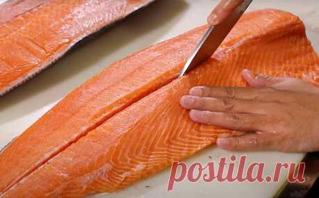 Чистим лосось от костей по методу японского суши-повара. Видео инструкция Лосось с одной стороны является рыбой без большого количества костей, но с другой он покрыт толстой чешуей и кости сидят довольно плотно. Если попытаться получить филе из лосося, то скорее всего...