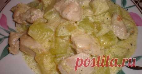 Куриное филе с кабачками в сырном соусе