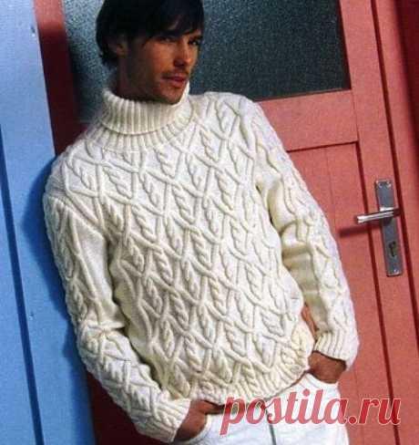 Белый свитер со жгутами.