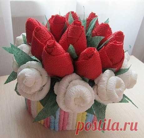Букет для милой мамочки, розы из салфеток.