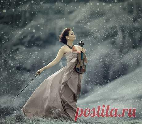 Мой мир! прими меня такой - какая есть... с моей поэзией души, и жизни прозой... мой мир...и каждому из вас в нём место есть: кому-то нужен солнца свет...кому-то звёзды... Мой мир... полёт души - за облака, взмах крыльев бабочки прекрасной, невесомой... и ароматы лепестков цветка...и россыпь чувств, до боли всем знакомых... мой мир - как радуга, он ярок и красив... и даже если дождь стучит по лужам... во всём стараюсь видeть позитив...и зонтик, чтоб укрыться, мне не нужен....